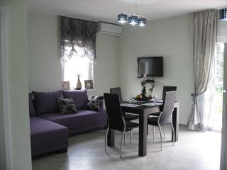"""SMOKVA"" apartments 3, Herceg-Novi"