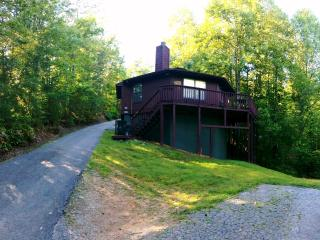 Cozy cottage Baby Bears Bungalow close to Downtown Gatlinburg