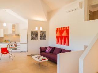 Raffinata villa per amanti del design nella splendida baia di Chia