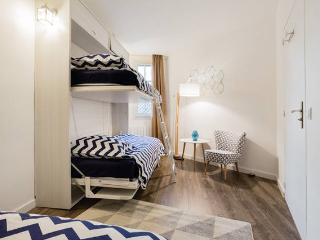 Lits superposés dans la chambre  Les lits peuvent être remontés de façon à gagner de la place