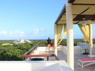 Brand New Condo at Grand Sirenis w/ B&B Service!!, Akumal