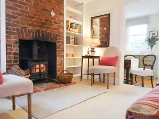 Delightful cosy period cottage with woodburner, Frant
