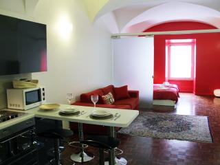 A Modern and affordable 1 BR flat on Via Nazionale