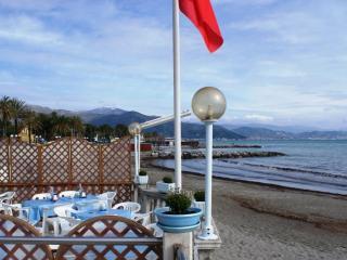 Attico  pour 9 personnes a 150m de la plage