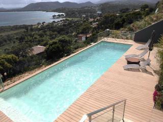 pinarello5,  4 ch. piscine chauffée, bord de mer, Sainte Lucie De Porto Vecchio