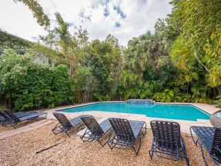 L'etiole 1BR w/ Pool And Private Deck