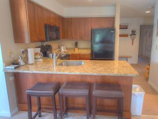 Modern 3-Bedroom Slopeside Pico Condo, Killington
