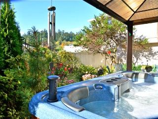 Guest Suite- Hot tub- NR Ocean - 20 mins to downtown Victoria