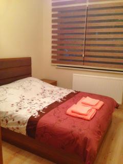 Bedroom 1 : double bed, shifoner , bedside tables .