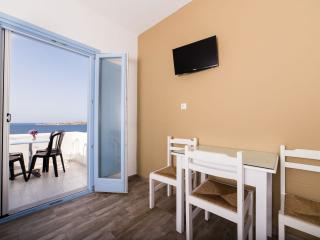 Apartment with Panoramic Sea View for 2-4 persons, Paros