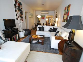 Elegant 3 bdrs apt (1 suite), 2 bath - 1 block from Copacabana beach - Close to Metro, Nice restaurants & Shopping, Rio de Janeiro