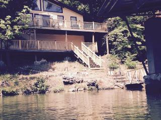 Pet friendly waterfront home in secluded cove with private dock