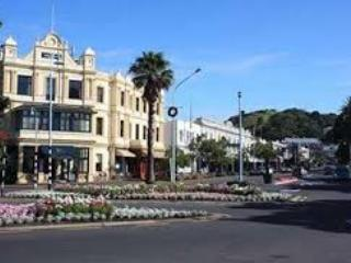 Devonport village is only a 15 minute stroll from Devonia Cottage