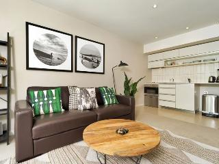 One Bedroom Apartment in Viaduct Harbour Auckland with Carpark, Auckland Central