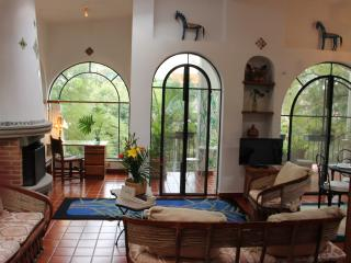 Villa Escondida-Your Private Mexican House w/ Trop, Cuernavaca