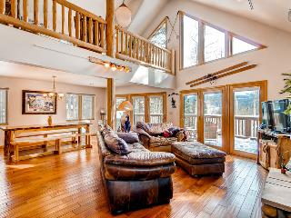 Beautiful home on Peak 7, includes gondola parking passes - Columbine Rock Lodge