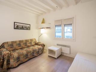 The design flat in Rue Tiquetonne