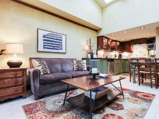 Well-appointed condo in the heart of Aspen Core - walk to everything!