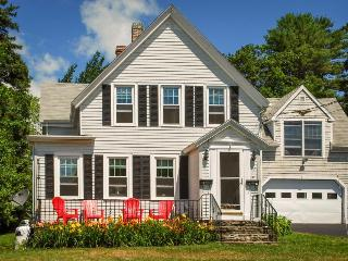 Classic, oceanview Maine cottage, walk  to Boothbay Harbor!