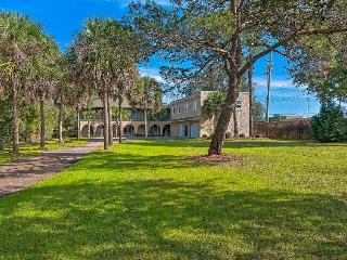 Stunning home in desirable Sandestin area! Shared pool - snowbirds welcome!