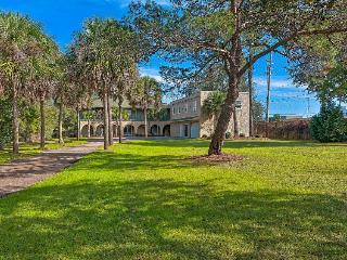 Stunning home in desirable Sandestin area! Shared pool!, Destin