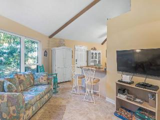 Charming retreat for 8 right on the water!, Santa Rosa Beach