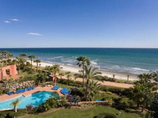 Atico Duplex con vistas al mar, lujo y calidad, Estepona
