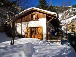 Cosy self catering chalet for 10 persons., location de vacances à Arinsal