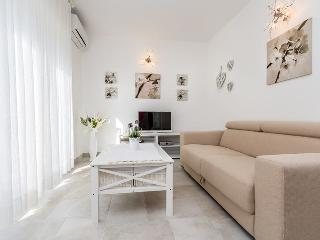 Beautiful apartment for up to 8 people near the beach  (6/1), Pula