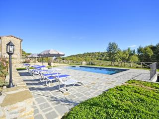 Villa Fiordaliso with beautiful views, Cortona