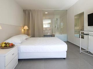 Garden Suite 200m From the Beach, Netanya