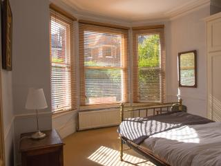 Gorgeous 2-bed, Garden Flat. Classic English style
