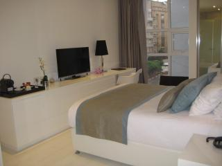 1BR Suite on the Kikar Near the Beach, Netanya