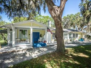 1956 'Old Florida' Cottage by the Cotee