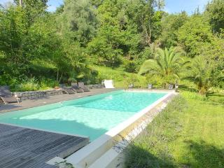 Villa with Huge Infinity Pool, Mountain views, Vence