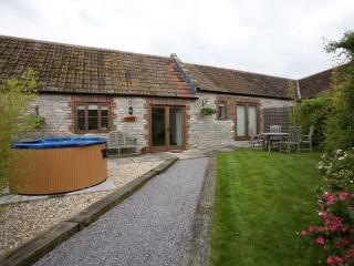 Lower Withial Farm - Parbrook Barn with Hot Tub, East Pennard
