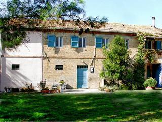 App. UVA 150 Mq in casale rustico con piscina, Morro d'Alba
