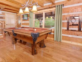 Custom private & secluded log cabin 3bd/2ba, Gatlinburg