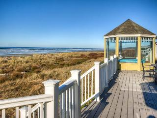 Enjoy Waldport Vacation Home in Style!