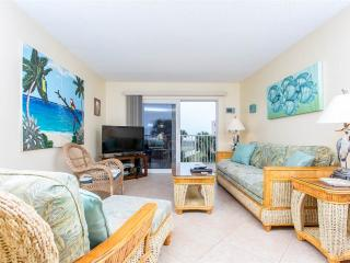 Beach & Tennis 323 Oceanfront Condo with pool & elevator, Sint-Augustinus