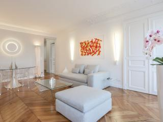 Très bel appartement haussmannien et contemporain, Paris