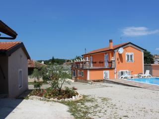 Villa Vanessa, Tinjan
