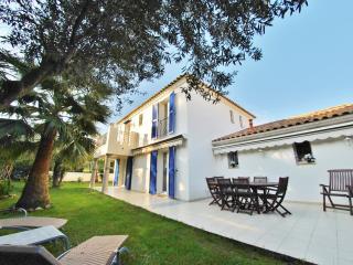 Villa avec 4 suites, jardin et garage 8 personnes, Antibes