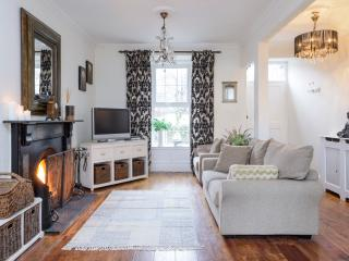 Shelbourne : Elegant Georgian Townhouse in Kenmare (NO BOOKING FEES)