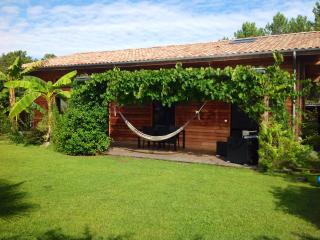 BEAUTIFUL, COSY WOODEN HOUSE IN QUIET RESID. AREA, Seignosse