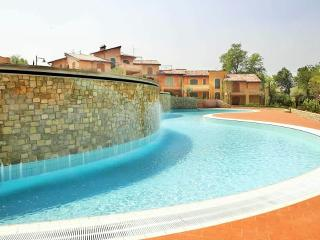2 BDR Apartment with swimming pool, E11 Lake Garda, Manerba del Garda