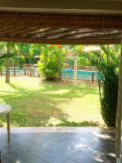 La terrasse, le jardin & la piscine