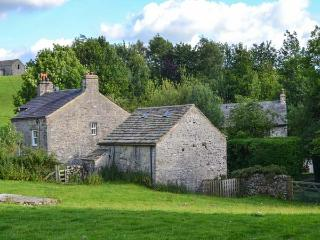 FAWBER COTTAGE, family friendly, character holiday cottage, with a garden in Hor
