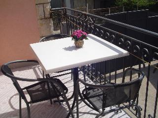 Apartments Bullatovic 2 minutes from the beach, Susanj