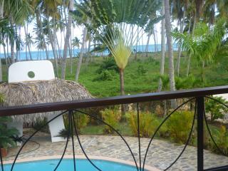 A pretty house, pool overlooks the beach, Las Terrenas